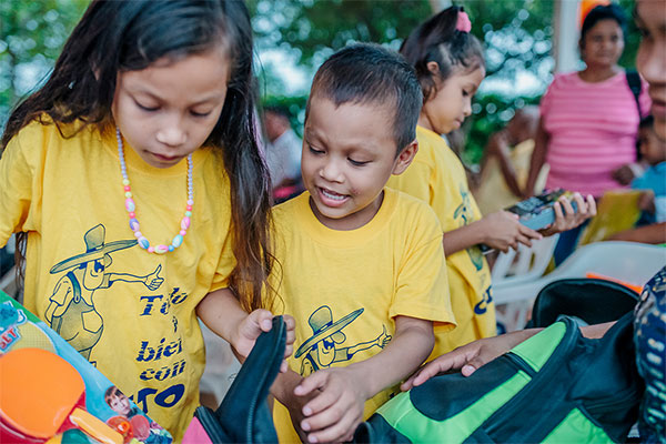 Two kids opening backpack