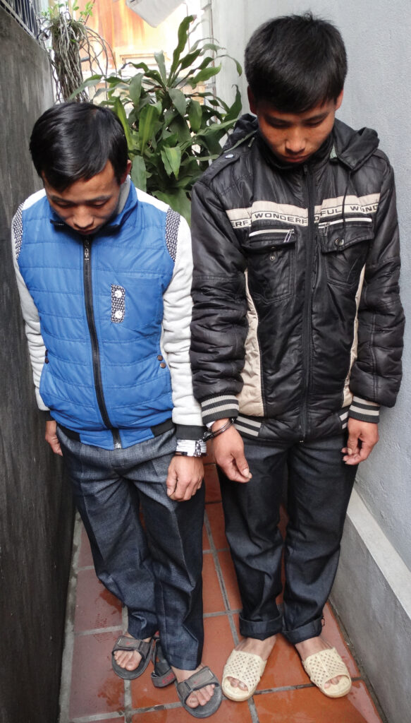 the two men handcuffed together